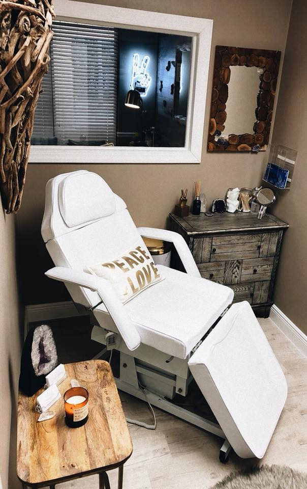 A patient's chair with a Peace.Love.Med. pillow on it